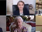 الملكة إليزابيث تجرى أول اتصال بالفيديو لها فى سن 94 عاما.. فيديو