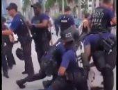 مدون أمريكى يطالب الشرطة باعتقال المتظاهرين.. فيديو وصور