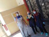 بعلامة النصر.. 125 متعافيا من كورونا يحتفلون بالخروج من مستشفيات الشرقية