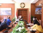 محافظ بورسعيد يناقش استعدادات تطوير ستاد النادى المصرى والمنشآت الرياضية