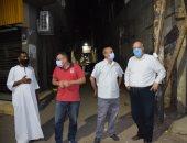 السكرتير المساعد للأقصر يقود حملة نظافة بالشوارع الرئيسية بالمدينة.. صور