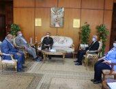 رئيس جامعة المنوفية يستقبل لجنة من المجلس الأعلى لمتابعة تجهيزات كلية الإعلام