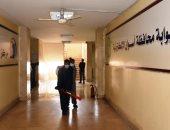 استمرار أعمال تطهير ديوان عام محافظة أسوان لمنع انتشار كورونا.. صور