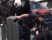 شاهد.. فيديو لشاب يتعرض للعنف من قبل الشرطة يثير الجدل فى إسبانيا