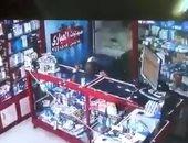 فيديو.. مواطن يمسح لعابه بفاترينة صيدلية بالغربية.. ومديرها: لم نتأكد من إصابته بكورونا