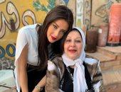 رضوي الشربيني لوالدتها فى عيد ميلادها: فخورة أنك أمي ربنا يطول فى عمرك