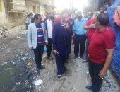 رئيس حى غرب الإسكندرية يشن حملة لإزالة مخلفات مساكن عثمان.. صور