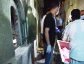 صور.. دفن جثمان متوفى بفيروس كورونا بمقابر عزبة حمد فى المحلة