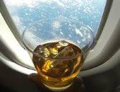 شركات الطيران تمنع المشروبات الكحولية خلال رحلاتها بسبب كورونا