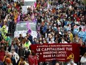 متظاهرون فرنسيون يلقون طلاء أحمر على مبنى وزارة الصحة