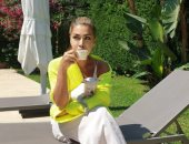 نوال الزغبى فى إطلالة أنيقة باللون الأصفر.. اعرف رأيها فى القهوة