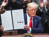 ترامب يوقع أمرين تنفيذيين بحظر تيك توك ووى تشات خلال 45 يوما