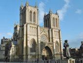 رئيس الإطفاء فى فرنسا: منصة كنيسة سان بيار المحترقة معرضة للانهيار