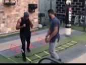 من داخل الجيم.. أحمد العوضي يستعرض لياقته البدنية مجددا.. فيديو