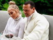 """جينيفر لوبيز وخطيبها فى أحدث صورة لهما : """"السعادة تقدر اللحظات البسيطة"""""""