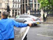 سيارة أمن تصدم سيارة رئيس وزراء بريطانيا ولا إصابات.. صور