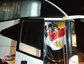 """مصر لا تنسى أبنائها"""".. العائدون من ليبيا يرفعون علامة النصر ويشكرون الدولة"""
