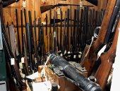 صور.. 700 سلاح نارى وقاذفة صواريخ فى كهف علاء الدين بأستراليا.. اعرف قصته