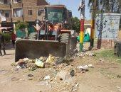 حملة نظافة ورفع لتراكمات القمامة بشوارع حى شمال مدينة الأقصر..صور