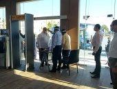 صور.. محافظ البحر الأحمر يخضع للإجراءات الوقائية والاحترازية خلال دخوله متحف الغردقة
