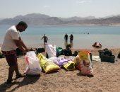 البيئة: 104 غطاسين يجمعون 3 أطنان مخلفات فى حملة نظافة تحت الماء.. صور