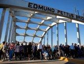 باراك أوباما يقود مسيرة احتجاجية ضد العنصرية ويستعيد ذكريات تحرير العبيد