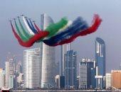 القوات الجوية الإماراتية تحلق فى سماء دبى للاحتفال بأبطال الكوادر الطبية