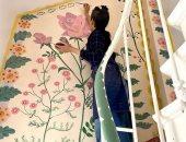 قصة ناتلى فنانة فرنسية حولت منزلها لجدارية من الزهور خلال العزل الصحى.. صور