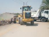 صور.. رفع 700 طن أتربة متراكمة وقمامة فى قرى مدينة الطود