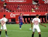 إشبيلية يقدم هدية إلى ريال مدريد ويُسقط برشلونة بالتعادل في الدوري الإسباني