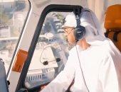 فيديو.. ولى عهد أبو ظبى يقود طائرة هيلوكوبتر خلال تفقده منشآت بترولية