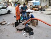 رؤساء المدن يشرفون على تطهير خطوط الصرف بكفر الشيخ