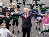 رئيس وزراء بريطانيا يزور مدرسة ابتدائية ويؤدى الأنشطة اليومية مع الطلاب