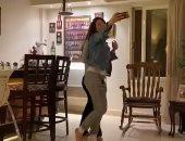"""أول محاولة فاشلة.. هيدى كرم تشارك بمقطع فيديو لها على تيك توك على ألحان """"عود البطل"""""""