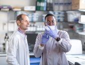 تعدد سلالات كورونا قد يتطلب لقاحا دوريا مثل الأنفلونزا.. علماء: الفيروس قد يبقى فترة طويلة لخضوعه لـ6 تغييرات جينية منذ ظهوره.. معظم السلالات تحورت بأوروبا وأمريكا.. والطفرات تسبب هروب الفيروس من الجهاز المناعى