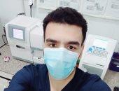 """""""عماد"""" بمعمل مستشفى القرين في الشرقية على خط المواجهة ضد كورونا"""