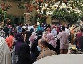 صور .. زحام شديد أمام لجان الثانويه العامة بالغربية قبل دخول الطلاب اللجان