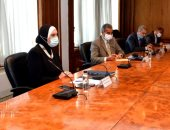 وزيرتا الصناعة والهجرة تعلنان اتاحة فرص عمل للـ23 مصرياً العائدين من ليبيا