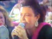 """فيديو نادر للسندريلا تغني""""الشيكولاتة"""" وسط نجوم الفن.. في ذكرى وفاتها الـ19"""