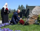 """بوتين يضع إكليلا من الزهور عند النصب التذكارى لـ""""أمهات المنتصرين"""".. فيديو"""