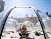 طريقة مبتكرة.. ممارسة اليوجا داخل فقاعات بلاستيكية لمنع انتشار كورونا بكندا