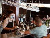 مونتريال الكندية تعيد فتح المطاعم بعد رفع قيود كورونا.. صور