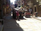 صور.. حملات نظافة لرفع تراكمات القمامة بشوارع المحلة