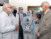 رئيس جامعة المنصورة يفتتح تشغيل أحدث جهاز تفتيت حصوات بمركز جراحة الكلى