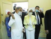 وزيرة الصحة تطمئن على سير العمل بالقوافل العلاجية بوحدة صحة المستقبل بأكتوبر