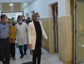 نائب محافظ الوادى الجديد تتابع أعمال تطوير مستشفى الصدر والحميات بالخارجة.. صور