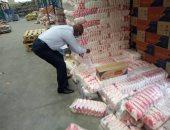 ضبط 12 طن سكر و4 أطنان ملح مجهولة المصدر بمنفذ بيع بالقطامية