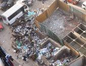 سكان شارع القومية بإمبابة يشكون تراكم القمامة وتجمع النباشين