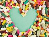 هل تحميك المكملات الغذائية من الأمراض؟ رواج عالمى فى سوق الفيتامينات بسبب كورونا.. لا تفيد إلا فى حالات معينة مثل كبار السن وتضر من لا يحتاجها.. والأدلة العلمية على دورها فى الوقاية ضعيفة والطعام الصحى أهم
