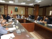 نائب محافظ سوهاج يناقش موقف تراخيص أعمال البناء الصادرة من المجالس المحلية